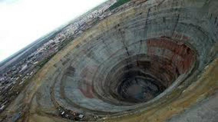 """VIDEO. """"Intrarea în IAD"""", descoperită de geologi: Au auzit ţipete şi urlete de la milioane de oameni"""