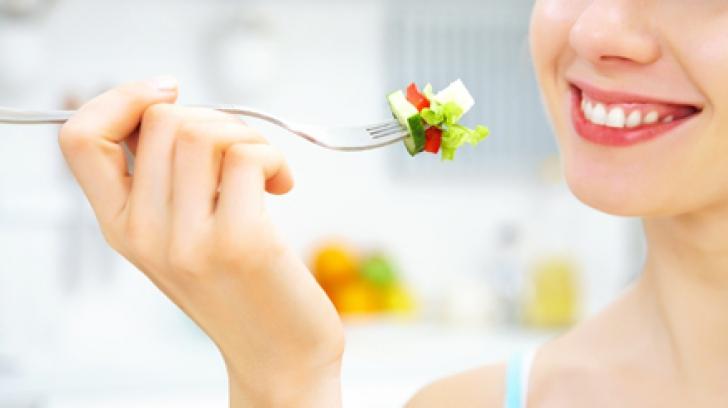 Cum să mănânci fără să te îngraşi. LISTA alimentelor cu puţine calorii