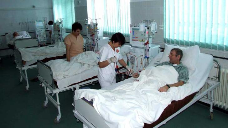 Pacienţii infectaţi cu COVID-19 care fac tratamentul la domiciliu vor fi verificaţi de M.A.I.