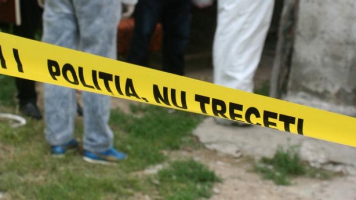 Descoperire macabră în Argeș! Vecinii s-au îngrozit când au intrat în casa unui tânăr de 18 ani