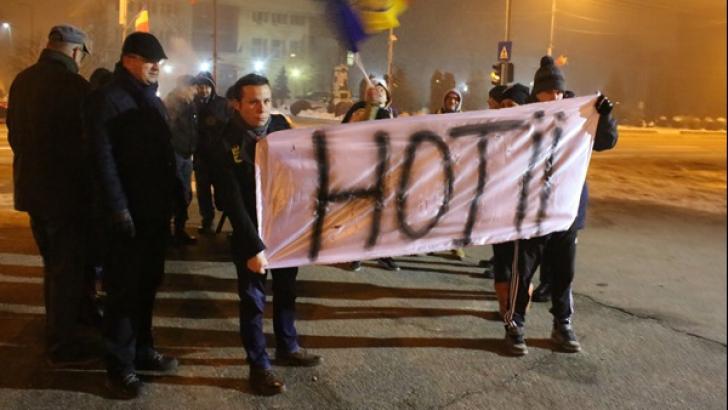 Lovitură dură pentru Dragnea: 25 de persoane au protestat în Alexandria. VIDEO