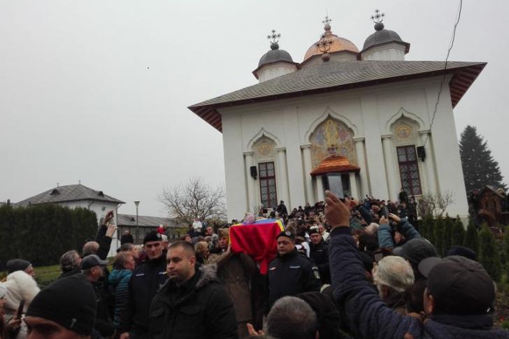 Incident la înmormântarea Stelei Popescu. Superstițiile spun că va muri cineva...