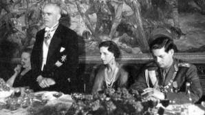 Regele Mihai (dreapta), Regina Elena (centru) și Petru Groza (stânga). SURSA FOTOGRAFIEI: Click.ro