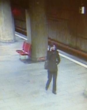 O tânără de 25 de ani a murit, după ce a fost împinsă pe şine, la metrou, în staţia Dristor