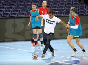 """Fetele din naționala de handbal au încins o """"miuță"""" la antrenament"""