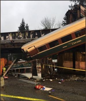 Tren deraiat în SUA. Mai multe victime. Imagini cumplite de la locul accidentului