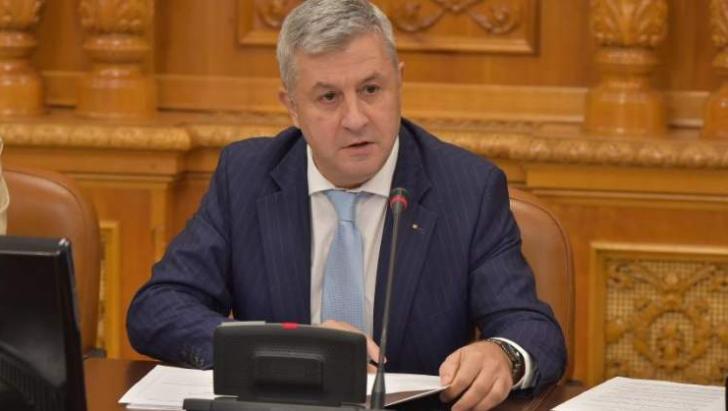 Noaptea ca hoții în comisie. La 21.20, Iordache a început dezbaterile pe a doua lege a Justiției