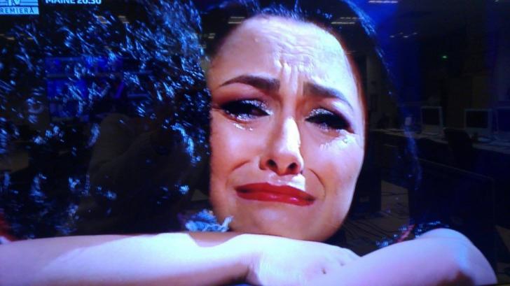 Andra a izbucnit în lacrimi în public