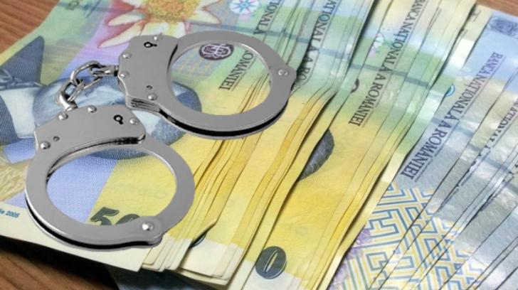 Un comisar-șef de poliție a fost trimis în judecată pentru luare de mită