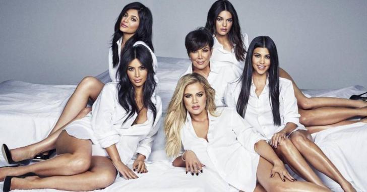 S-a CONFIRMAT: una dintre surorile Kardashian este însărcinată. Prima fotografie cu burtică