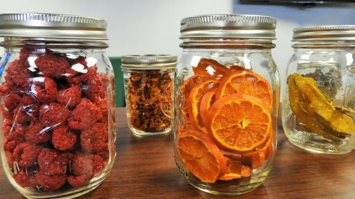 Cum să păstrezi alimentele pentru mai mult timp fără să le ţii la frigider. Sfaturi de la bunici