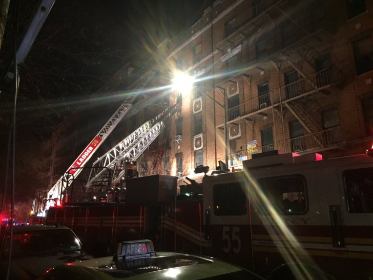 Incendiu în New York: 12 oameni și-au pierdut viața într-o clădire din Bronx