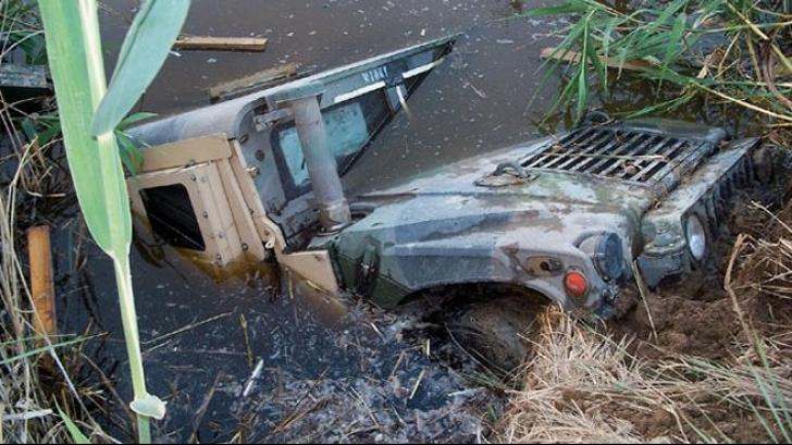 Au găsit un Hummer într-o mlaştină. S-au uitat înăuntru şi nu le-a venit să creadă ce era acolo