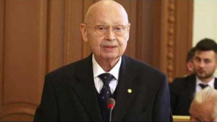 Sicriul cu trupul neînsufleţit al preşedintelui Academiei Române, depus la sediul instituţiei