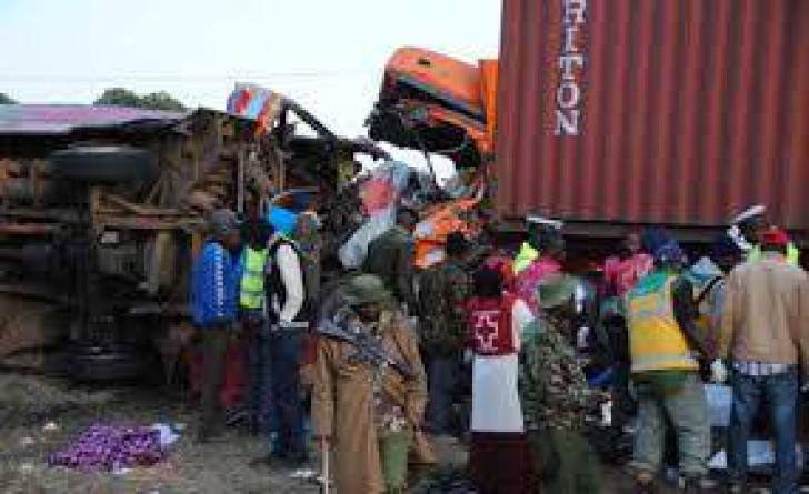Kenya. 36 de morți, după coliziunea dintre un camion și un autocar
