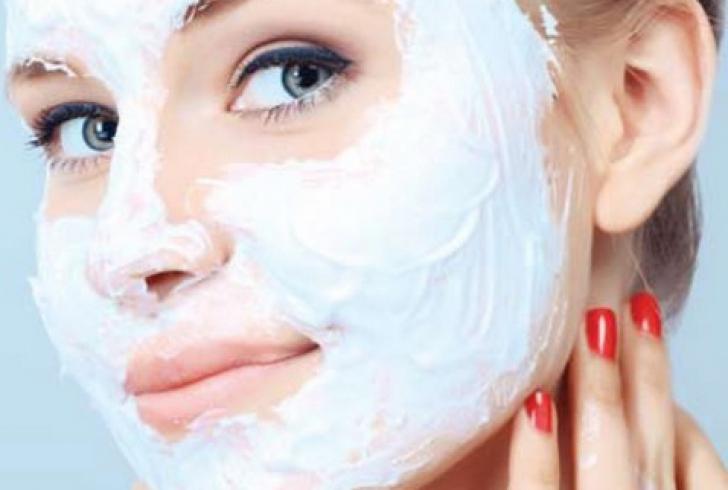Pisează o aspirină în masca de faţă, apoi întinde-o pe piele. Efectul? Uluitor!