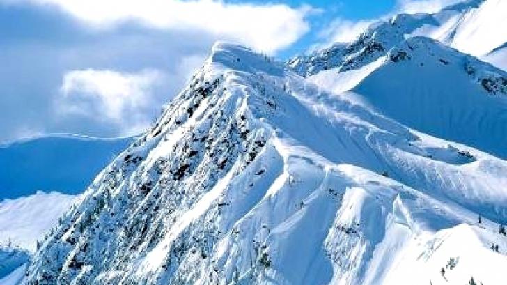 Pericol pentru turiştii care merg la munte. Avertismentul salvamontiştilor!