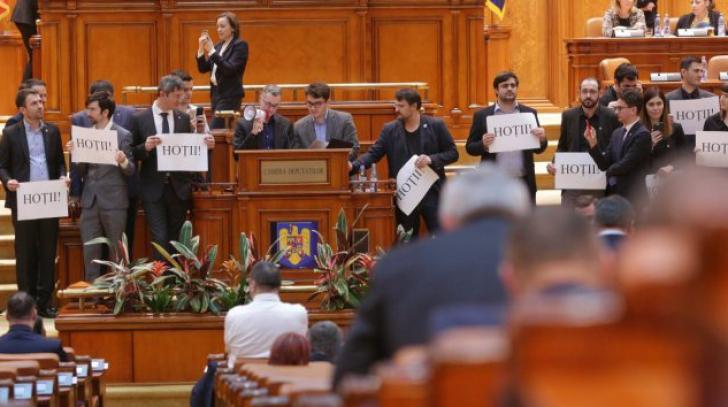 Parlamentul în plin scandal