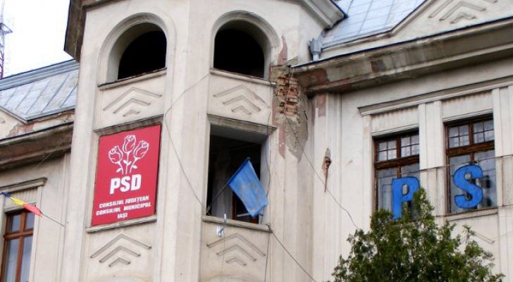 Protest în fața PSD Iași față de legile Justiției. Oamenii au adus pancarte cu discursul regelui