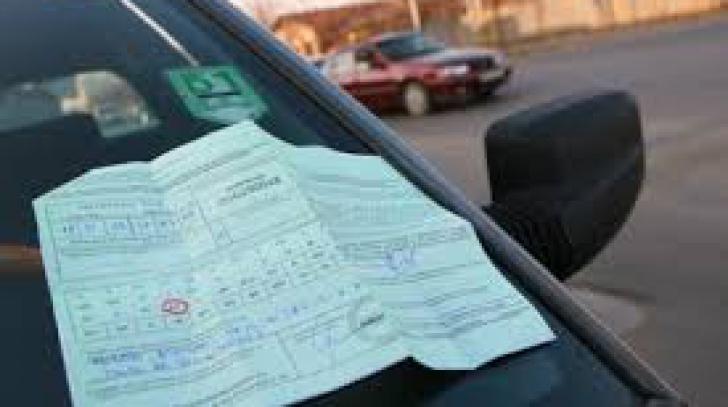Șoferii care suspendă contractul RCA trebuie să predea și plăcuțele de înmatriculare