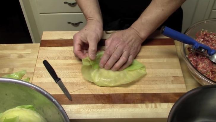 Cum se împachetează, de fapt, sarmalele cu foi de varză