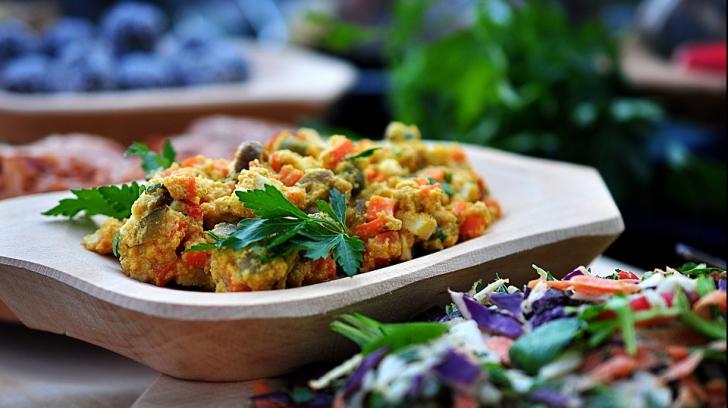 Cum faci cea mai bună salată de boeuf. Ce trebuie să mai adaugi în ea
