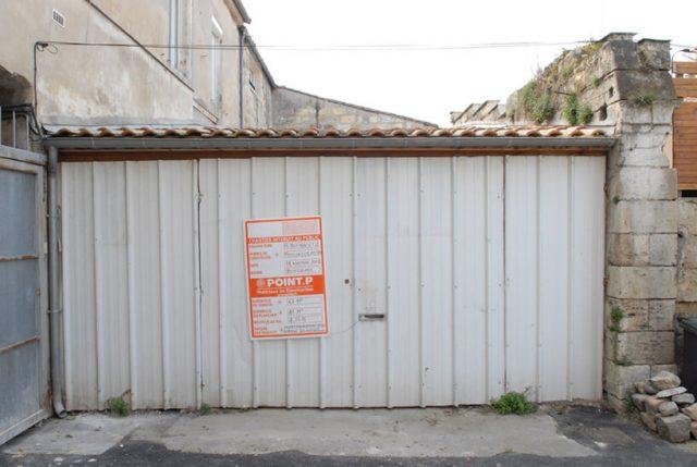 O casă de vis într-un garaj dărăpănat