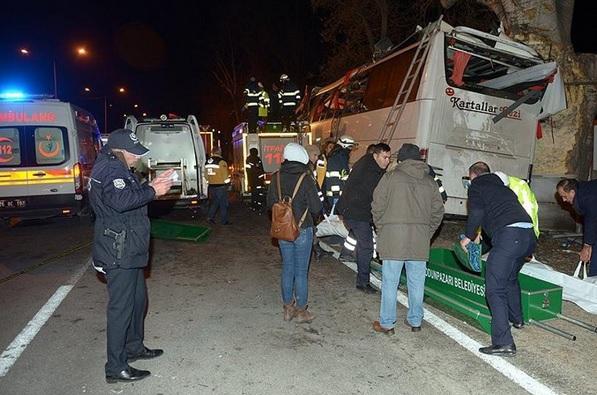 ACCIDENT cumplit în Turcia. Un autocar cu turişti s-a izbit de copaci: 11 morţi, 40 de răniţi