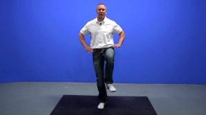 Nu poţi sta într-un picior mai mult de 20 de secunde? Uite ce spune asta despre creierul tău