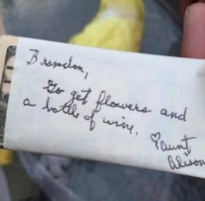 La 9 ani de la nuntă, au găsit un cadou rămas nedesfăcut. IREAL! Din acel moment, TOTUL s-a schimbat