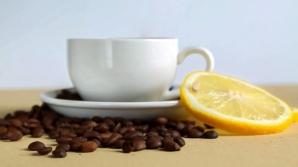 De ce e bine să pui zeamă de lămâie în cafeaua de dimineaţă