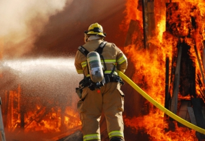Incendiu violent la un hotel din Praga: 2 morţi, zeci de răniţi