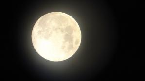 Eclipsa de Lună, Luna Albastră și Super Luna aduc schimbări mari în viața zodiilor. Decizii