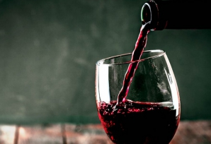 Vinul medicinal care normalizează tensiunea arterială și previne cancerul