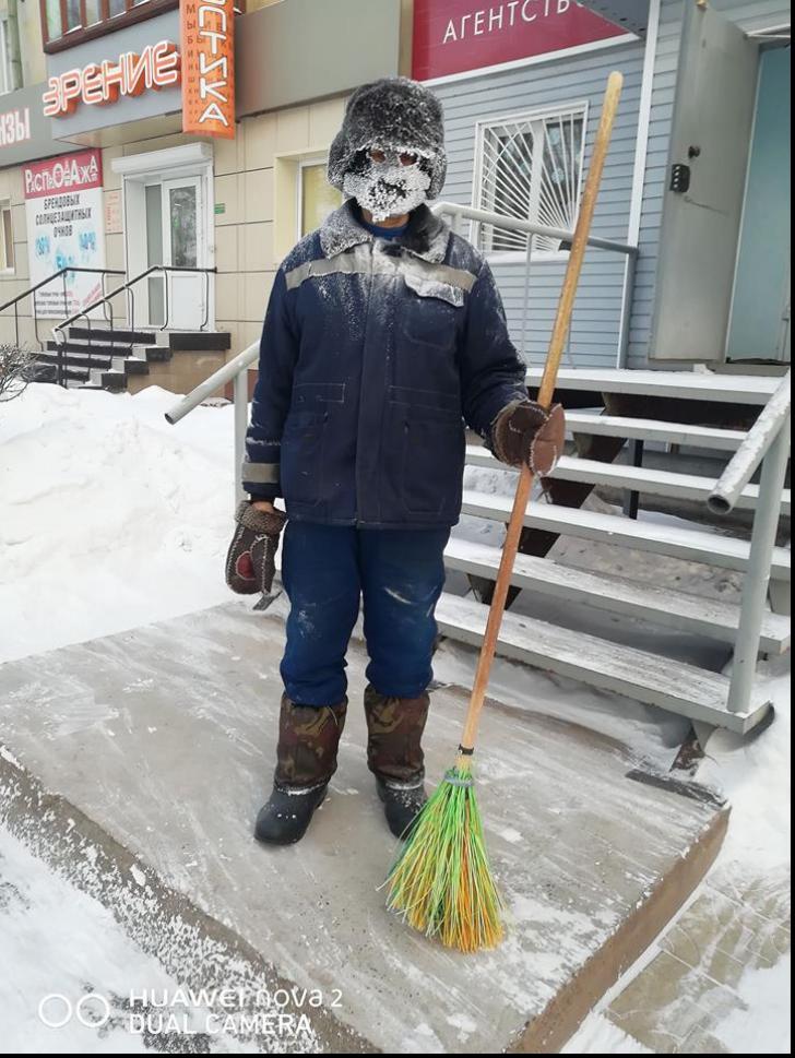 Muncă grea: cum arată viaţa de măturător în Siberia, la -37 de grade Celsius