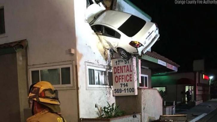 GAFA unui şofer face înconjurul lumii: a intrat cu maşina direct în cabinetul unui dentist
