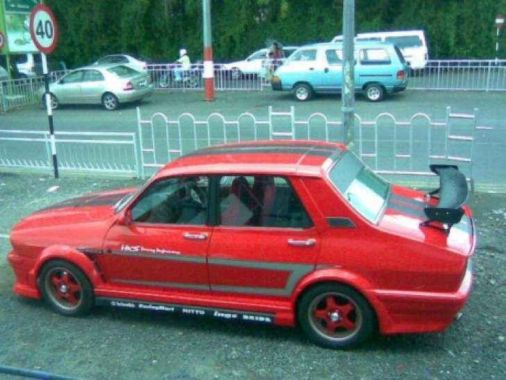 E Ford Mustang? E Corvette? Nu, e Dacia 1310. Modelul rar care a apărut pe străzi