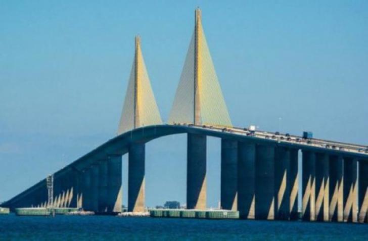 Cum arată cele mai periculoase poduri din lume. Maşinile circulă, practic, pe marginea prăpastiei