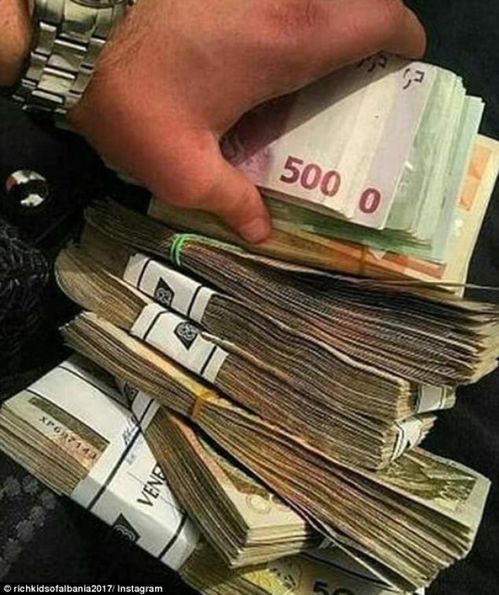 unde fac bani bogații)