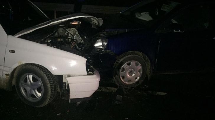 Accident grav pe DN14: Trei mașini implicate