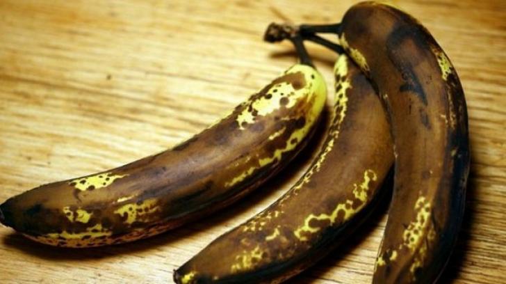 Ce păţeşti dacă mănânci banane cu coaja NEAGRĂ
