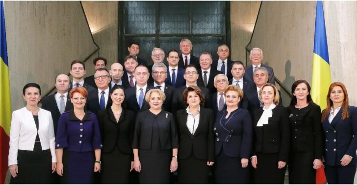 Guvernul Dăncilă, prima fotografie oficială, de grup, la Palatul Victoria. Ce ministru nu se vede
