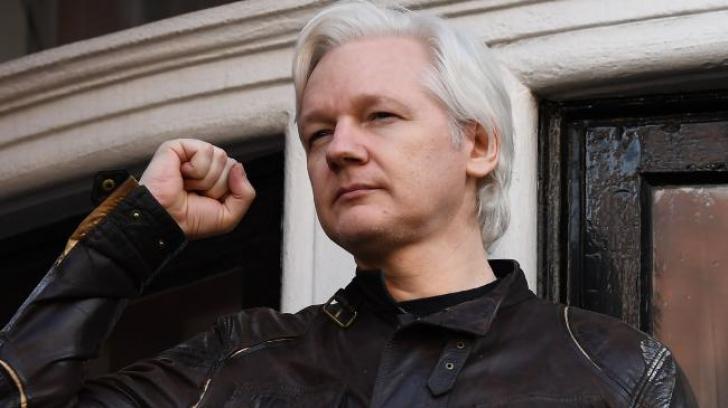 Fondatorul Wikileaks, Julian Assange, a primit un paşaport ecuadorian