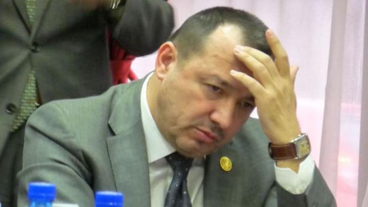 """""""Deputatul mitralieră"""", la Poliţie. Vrea celulă de criză la MAI, după ce i s-a furat maşina"""