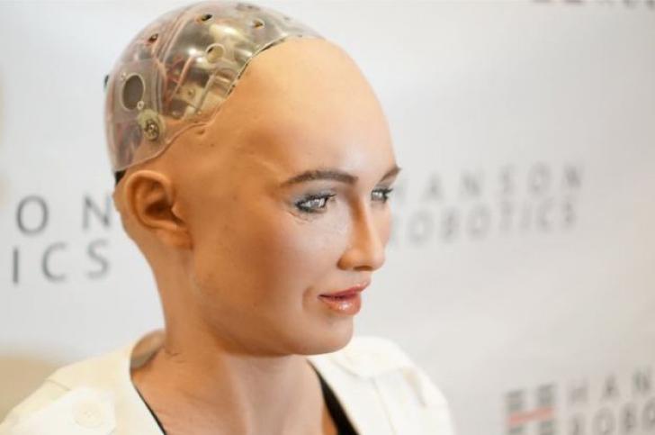 CES 2018 și-a deschis porțile: Celebrul robot Sophia a primit cadoul mult-așteptat