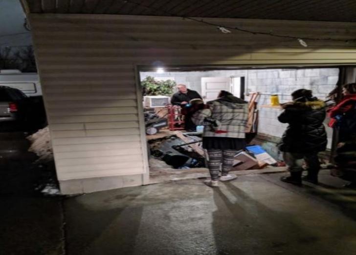 S-au mutat în casă nouă. Sub garaj, au găsit o CAMERĂ SECRETĂ. Acolo au dat de ceva ÎNFIORĂTOR!