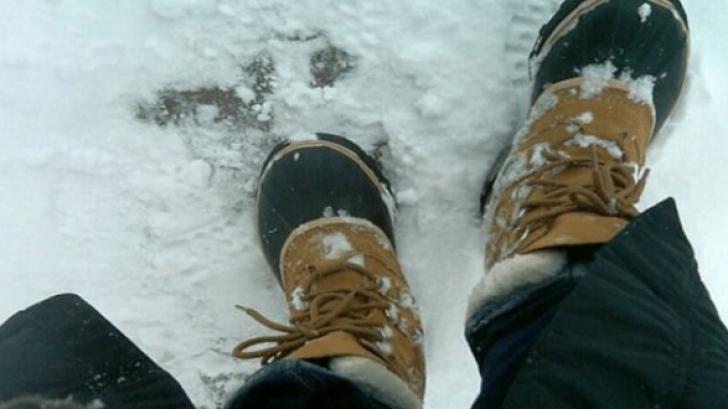 Uite ce să pui în ghete ca să nu-ţi mai îngheţe picioarele iarna!