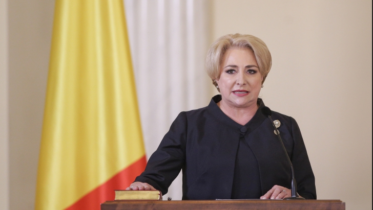 Guvernul Dăncilă a depus jurământul la Cotroceni. Iohannis: Să înceteze ţopăiala guvernamentală