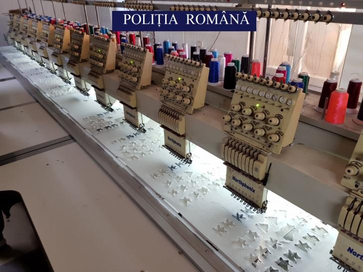 Fabrică ilegală în orașul Pantelimon. Producea haine contrafăcute cu etichete de branduri celebre