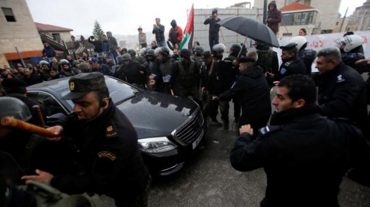 """Patriarhul ortodox din Ierusalim, atacat cu pietre de palestinienii creștini: """"Trădător, trădător"""""""